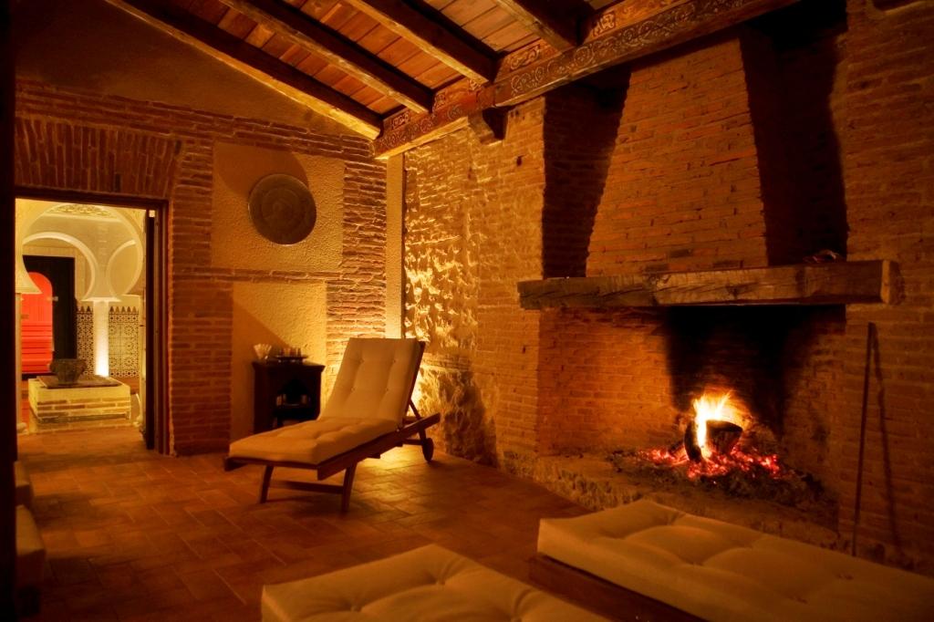 Chimenea con fuego natural en zona de reposo el blog de damadenegro - Chimeneas valladolid ...