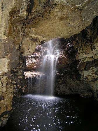 interior de la cueva smoo