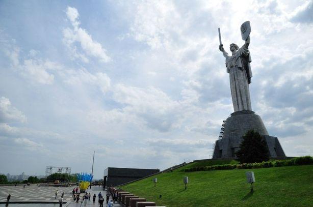 estatua-de-la-madre-patria-kiev-6