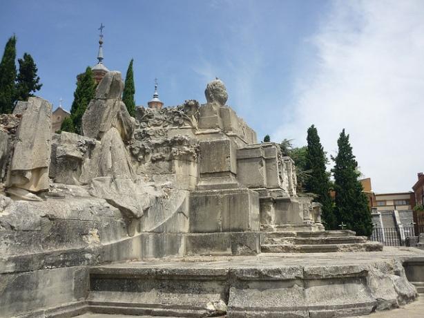 antiguo monumento