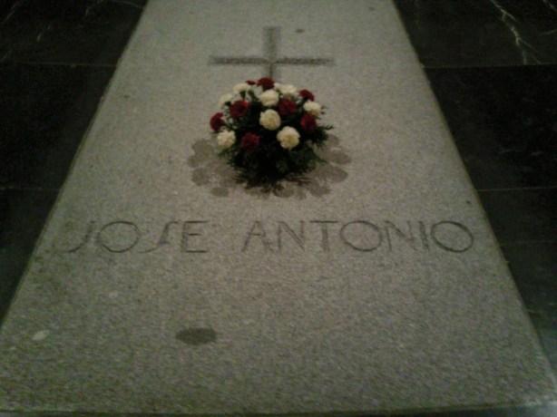tumba de jose antonio